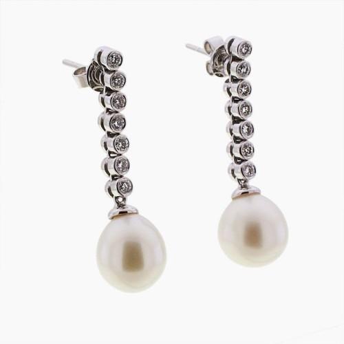 Pendientes largos de oro, perlas y diamantes